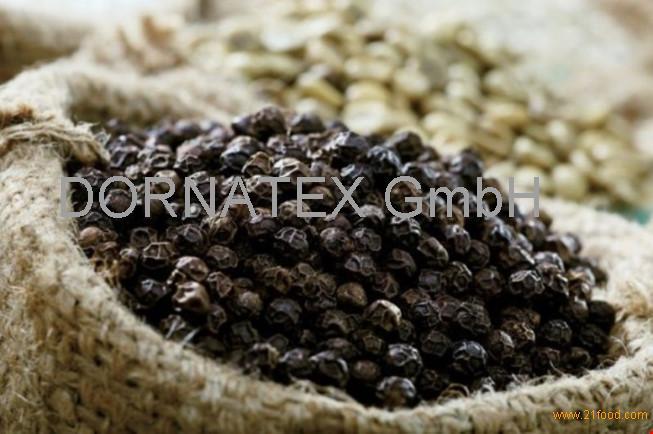 Cloves, Star Anise, White Pepper, Black pepper, Capsicum, chili, spices, herbs, grains,/