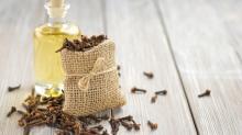 Clove Oil in Bulk Wholesale clove oil price Clove Essential Oil