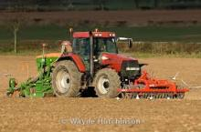 CULTIVATING TRACTOR FOR FARMS