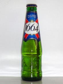 Kronenbourg 1664 blanc beer in blue 25cl and 33cl bottles