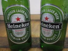 Пиво HEINEKEN варится и разливается по бутылкам в Нидерландах