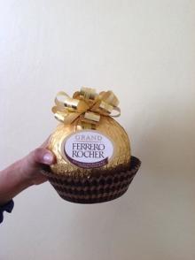 GIANT FERRERO ROCHER GRAND CHOCOLATE HAZELNUT SHELL WITH 4PCS GIFT 240g