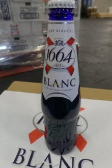 Kronenbourg 1664 blanc beer in blue 25cl and 33cl ..