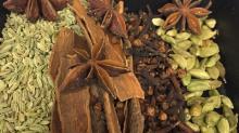 Turmeric Fingers / Cassia & Cinnamon / Cloves Spices / Green Cardamom