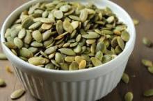cleaning green shine skin pumpkin seed kernels