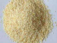 Creamy white garlic granules