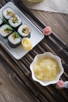 white sushi ginger and pink sushi ginger (net 1kg or 900g)